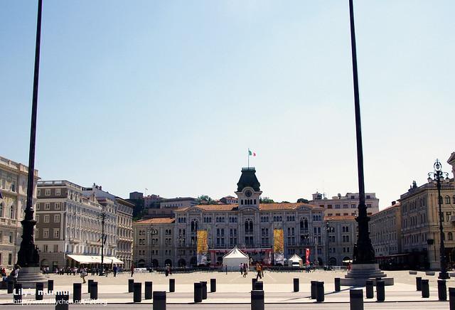 遠拍Treste廣場,很大很氣派吧!地上乾淨到看不到任何紙屑垃圾,生活水準很高的一個城市。