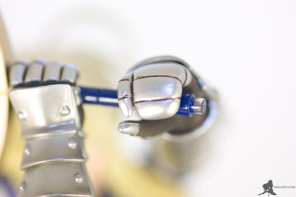 Saber's armored gloves