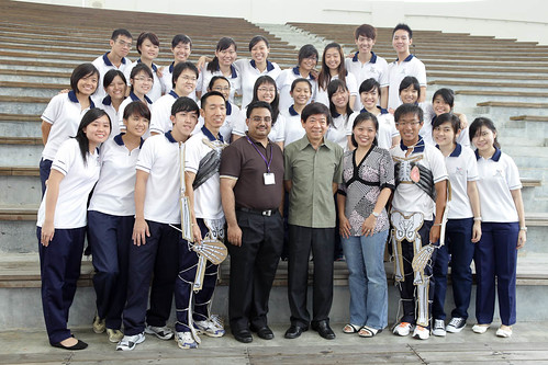 Minister Khaw and Nanyang Polytechnic staff and students posing for a group photo.