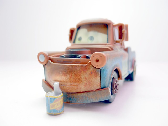 disney cars loose chase mater with oil can (1)