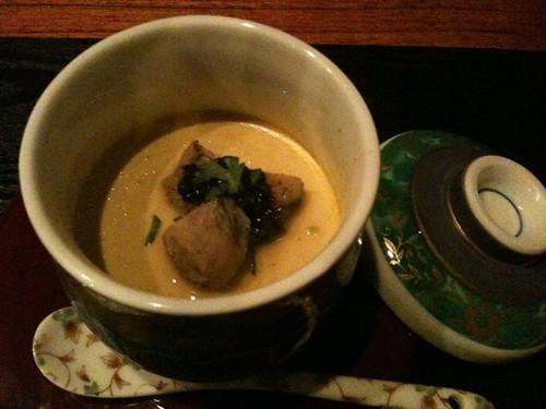 牡蠣のブリュレだそうです。牡蠣のダシを2回とって卵と生クリームが入った濃厚な味。
