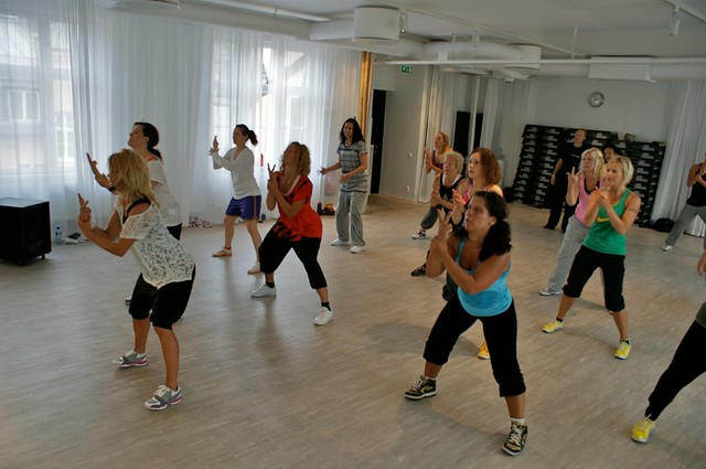 Dance aerobics with Louise stapel at WorldClass Nybroplan