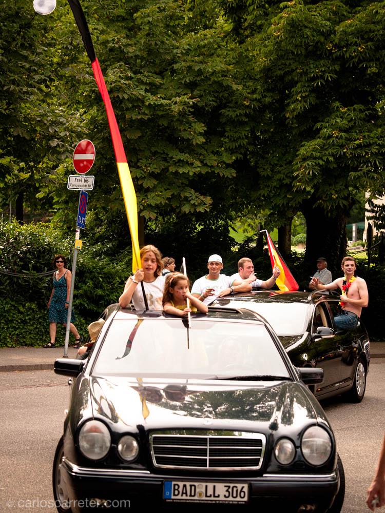 Todos a las banderas y a los coches