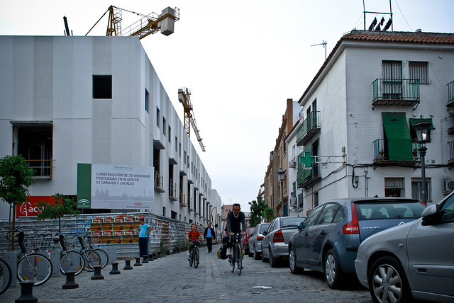 Promoción de pisos construidos por la Empresa Pública de Suelo de Andalucía (EPSA) en un solar de la Gerencia de Urbanismo de Sevilla, en la calle San Blas.