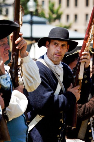 Colonial Militiaman glances