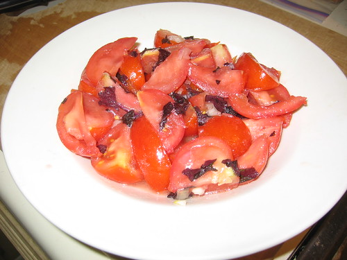 Tomato and akajiso salad