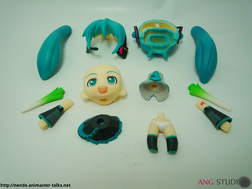 Petit Miku gets detached