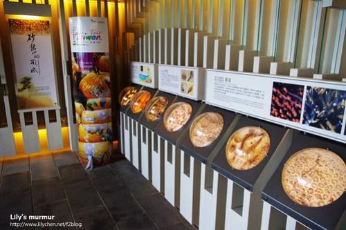 陳列館內一角,展示墾丁各處的貝殼沙以及沙內生物。