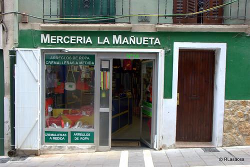 Fachada de la Mercería La Mañueta, en la calle del mismo nombre