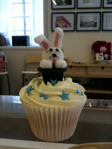 Cirencester Cupcakes - Magic themed cupcakes for iTV This Morning