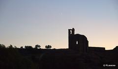 Las ruinas de la iglesia del Cristo recortándose al atardecer.