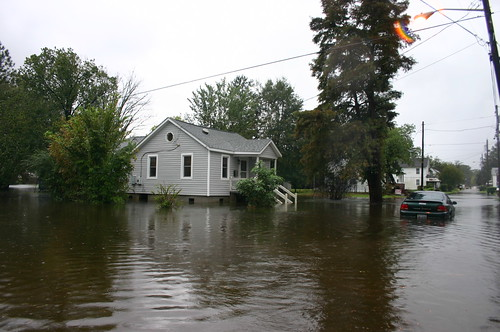 Elizabeth City - Flood - Stuck Car and House (by Ryan Somma)
