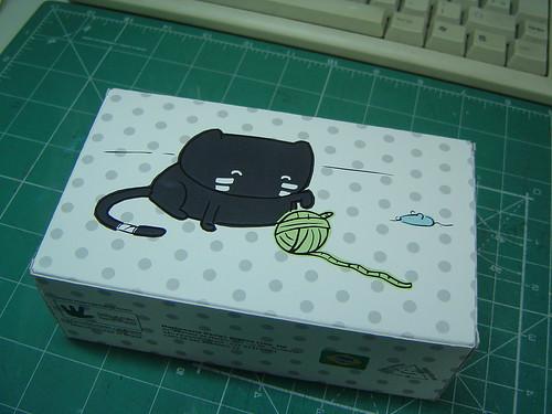 Fundo da caixa do boneco do gato Froid