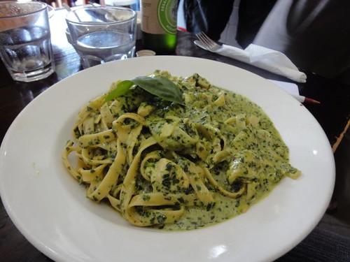 Fetuccine Pollo Pesto