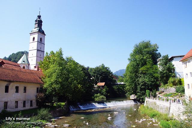 進入 Škofja Loka會看到這條河,小而秀麗,河水永遠都是清澈見底。