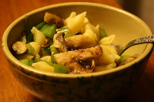 noodles with mushrooms and green pepper