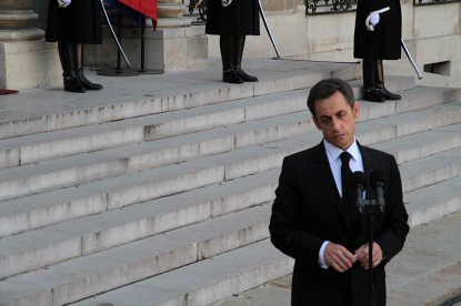 10c23 Elíseo Sarkozy Zapatero043 Sarkozy baja