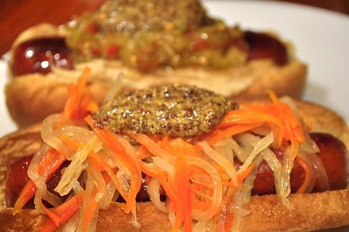 Mmm...mustard on daikon/carrot pickle (do chua)