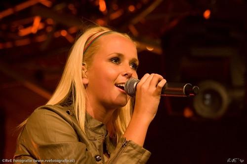 Monique Smit op Berghuisfestival in Kampen (01-10-2010).