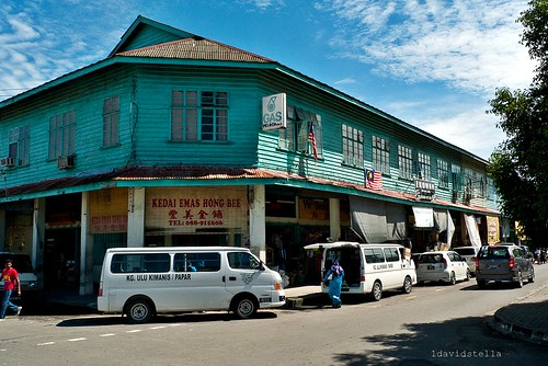 old timber shophouses in Papar town.