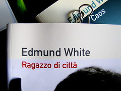 Edmund White, Ragazzo di città, Playground 2010, Graphic Designer: Federico Borghi , alla cop.: [ritr. fotog. b/n di E. W., © e anno non indicati] cop., 2 (part.), 1