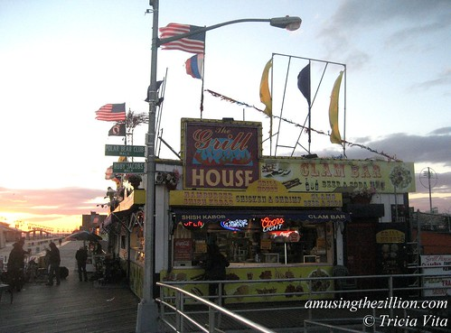 Grill House, Coney Island Boardwalk. Last day of season, Oct 31, 2010. Photo © Tricia Vita/me-myself-i via flickr