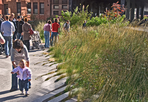walking the High Line in New York City (by: John Weiss, creative commons license)