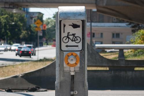 chinatown.bike signal button