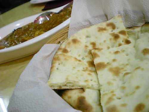 Naan bread & mushroom masala
