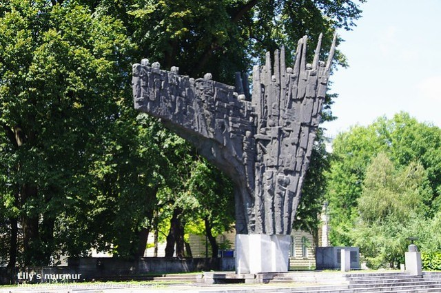 靠近國會附近的雕像,也是有同樣的意涵,許多人為了國家的獨立而奮鬥。