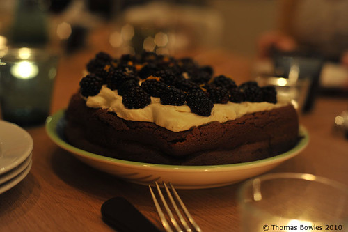 Flour-less chocolate cake with blackberries and cream