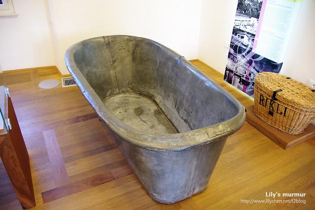 前人用的浴缸,是鐵製的。