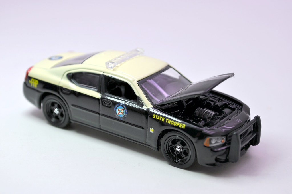 greenlight hot pursuit florida state trooper 2008 dodge charger (5)