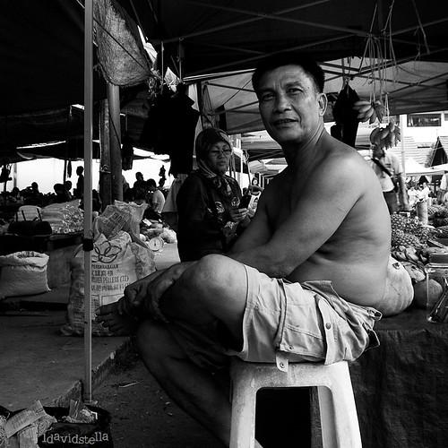 i am who i am. Sabah, Kota Kinabalu, Putatan, street portrait.