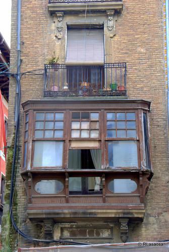 Mirador en la fachada de una casa de la calle Mercaderes