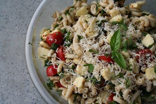 Pasta salad with arugula and raw milk cheese