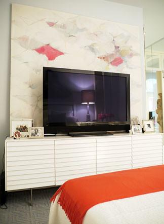 Paula Caravelli TV in bedroom