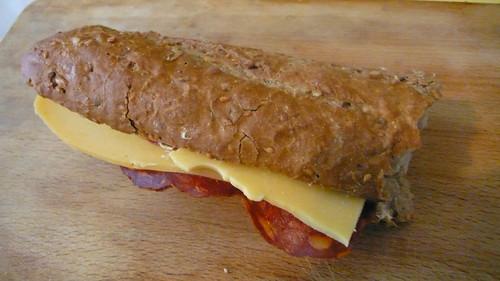 sandwich gouda chorizo