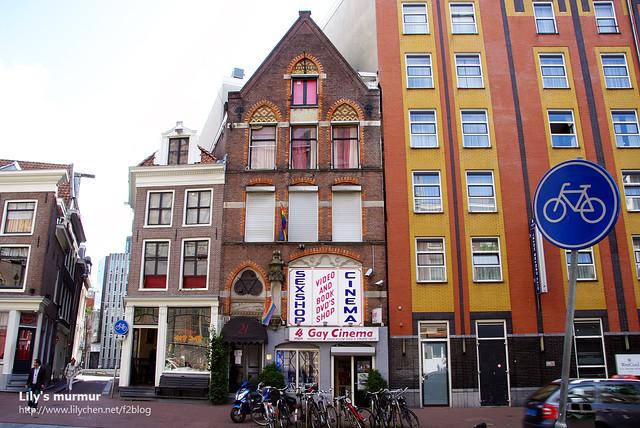 這是同志電影院喔!!這麼大辣辣的招牌看見沒?果然是很大方又心地開放的荷蘭人啊。