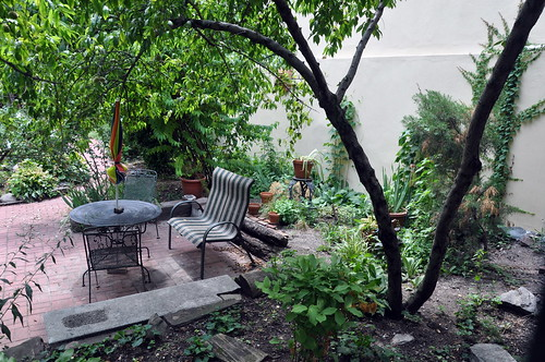 La Perla Garden sitting area (105th St.)
