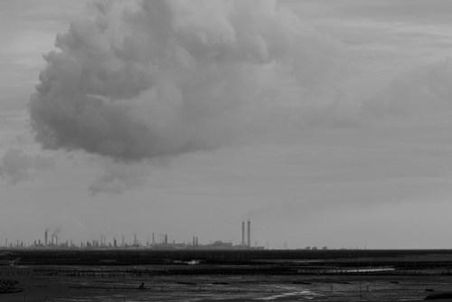 隱約可以看見半空中飄浮的工業廢氣