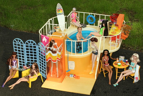 Party at the Barbie Dream Pool