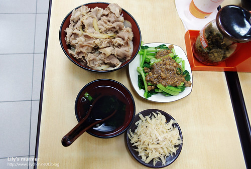 在墾丁吃的三商巧福壽喜燒,反正就是隨便打發一餐囉!