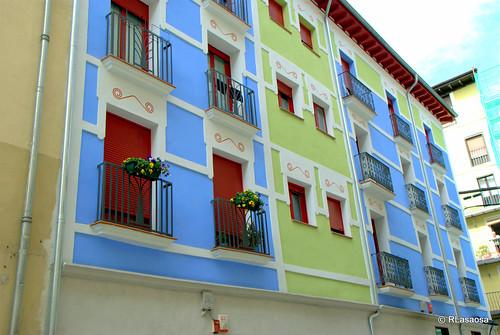 Fachada de un edificio de viviendas en la calle Compañía de Pamplona