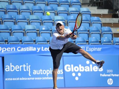 Battistone en plena estirada con la raqueta de dos asas. Foto Pedro Merino