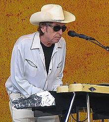 220px-Paparazzo_Presents_Bob_Dylan_.jpg