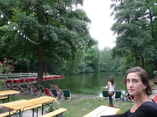 "Lago con ""playa"" en Tiergarten"