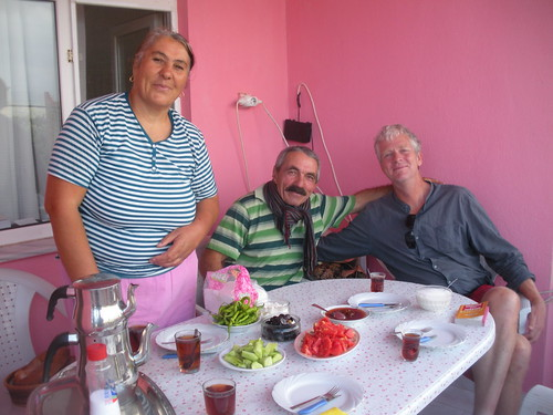 Breakfast en famille at Aydin Pansiyon