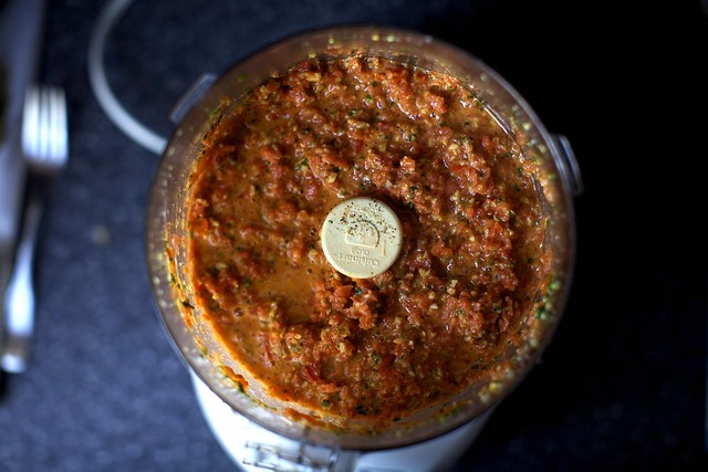 tomato and almond pesto