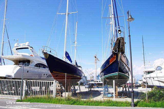 停車場前面的遊艇及風帆停放場,很壯觀呢!